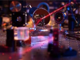 世界上最轻的镜子:物理学家仅用几百个原子构成的光学镜