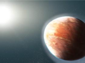 哈勃望远镜发现形状像足球的系外行星
