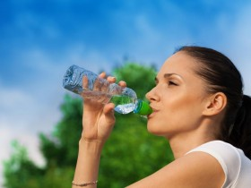 人一天要喝多少水