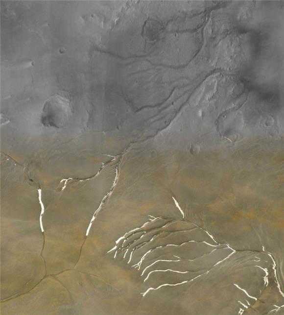 火星上发现液态水痕迹